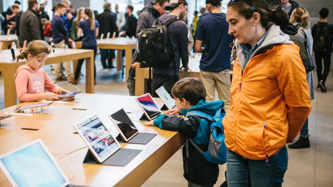 Apple Investors Urge Study