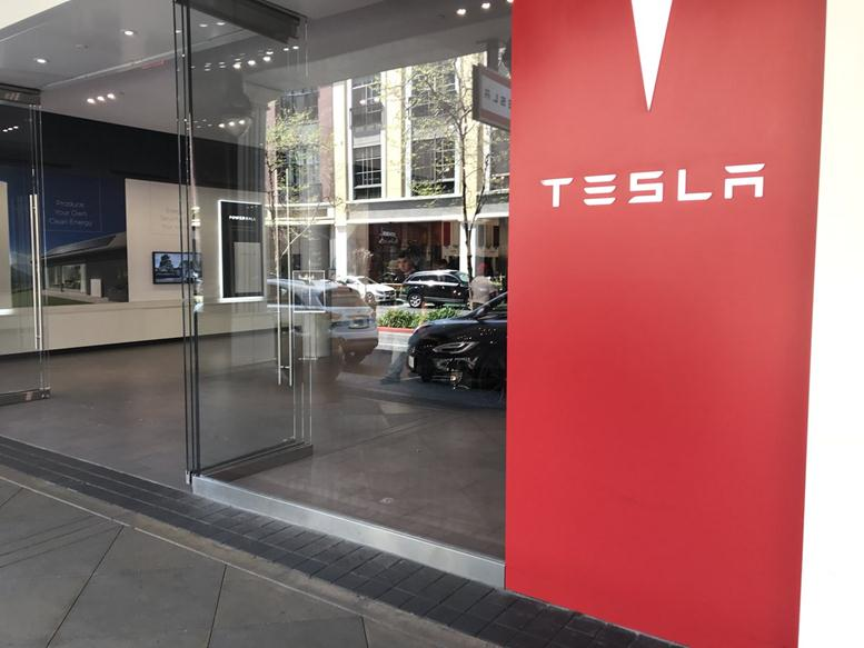 Tesla Halt Model S